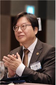 제10대 한국인터넷신문협회 회장 이근영 프레시안 경영대표.