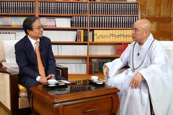 송하영 전 한밭대 총장이 CMB 프로그램 진행자로 변신했다. 사진 송 전 총장(왼쪽)이